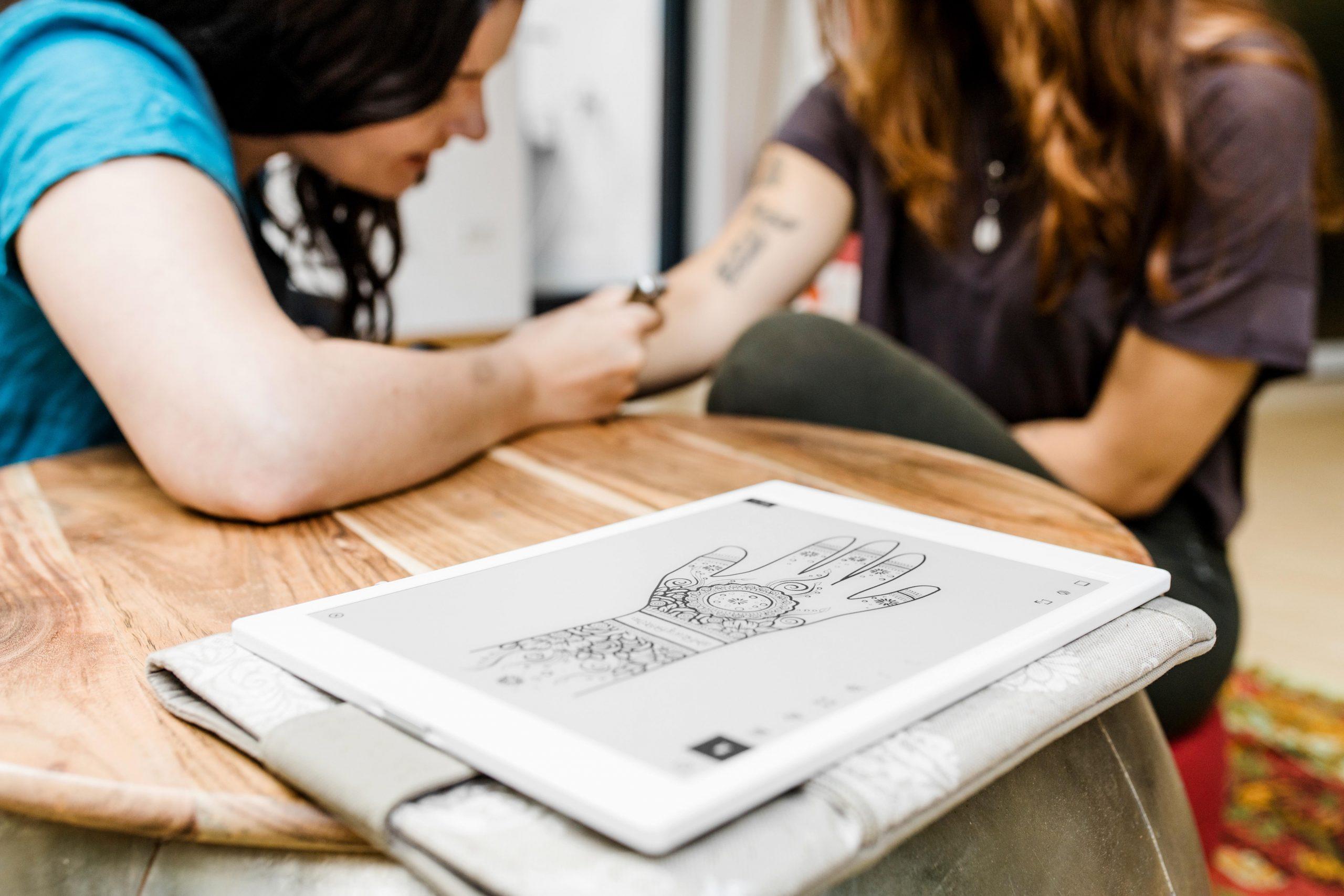 hennatattoo businessfotografie hennamalerei entschleunigung frauenportrait