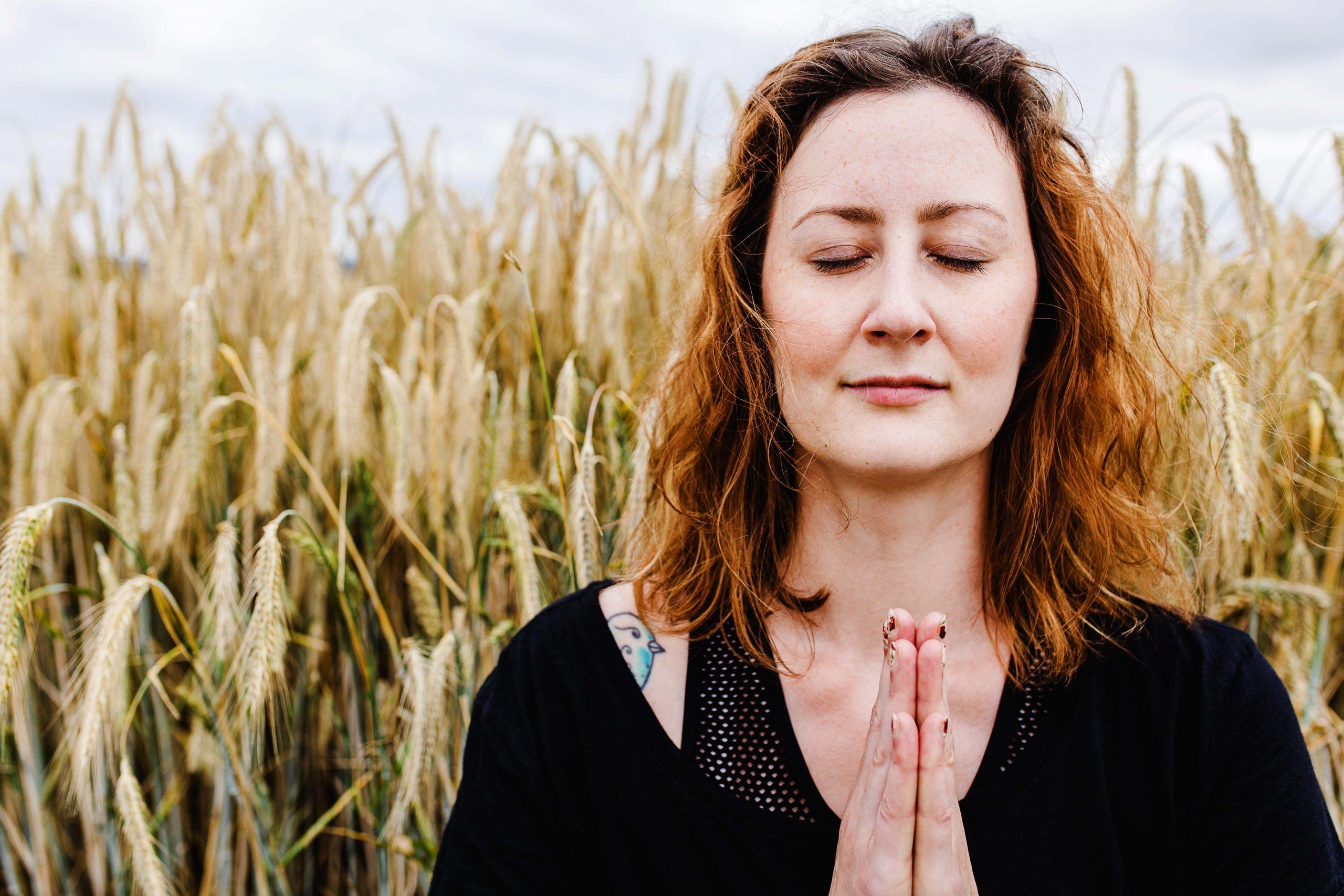 Yoga Outdoor Natur Fotografie Kornfeld Asana